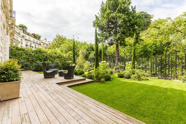 rez de jardin paris haussmannien classique chic jardin paris par wall market. Black Bedroom Furniture Sets. Home Design Ideas
