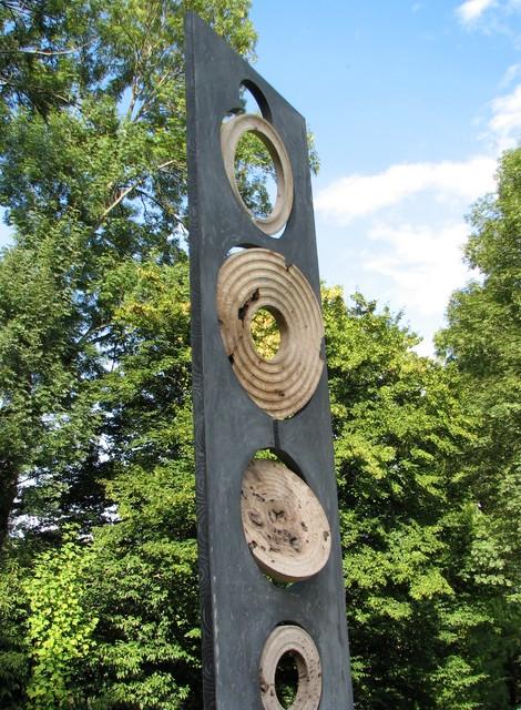 Sculpture monumentale totem b ton bois crop circle - Salon de jardin totem ...