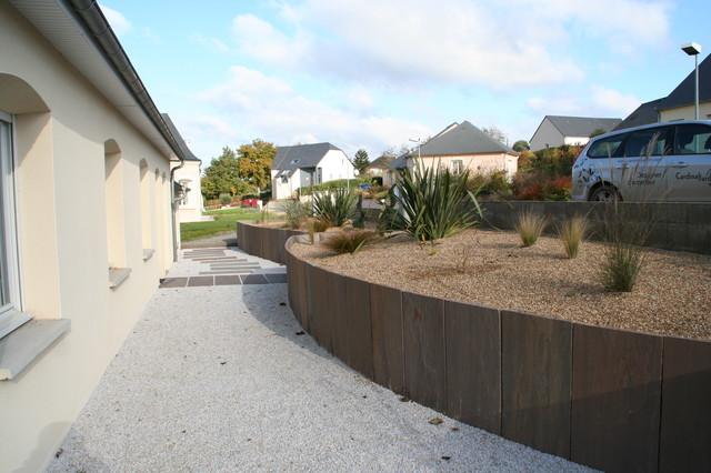 sout nement en palis de gr s et traverse paysag re contemporain jardin autres p rim tres. Black Bedroom Furniture Sets. Home Design Ideas