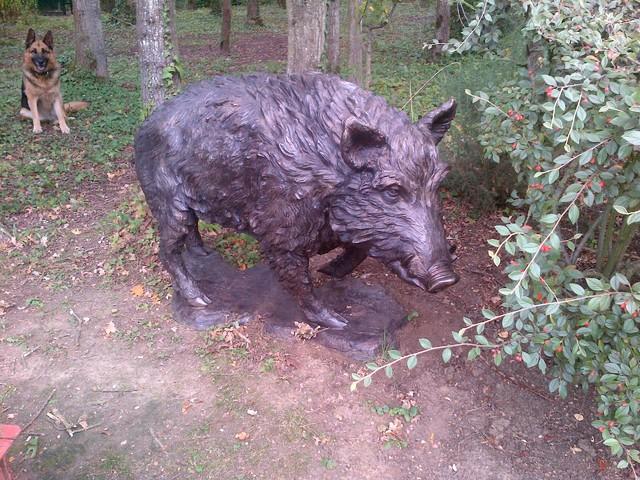 Statue sanglier craftsman jardin paris par for Jardin animaux paris