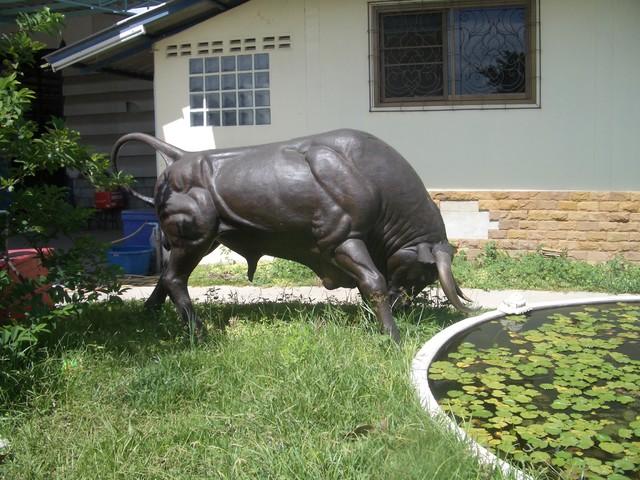 statue taureau craftsman jardin paris par prestige. Black Bedroom Furniture Sets. Home Design Ideas