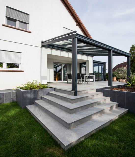 Terrasse contemporaine et pergola aluminium 92 - Modern - Garten ...