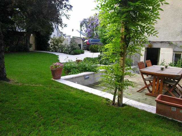 Terrasse et entr e avec verdure modern landscape for Jardin 2 niveaux