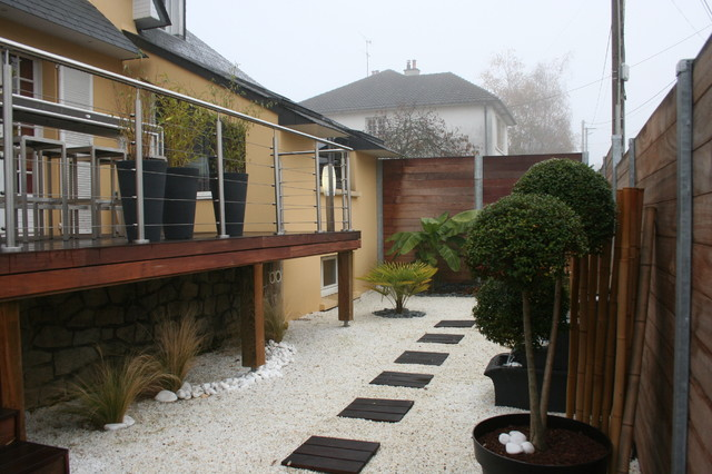 Terrasse sur pilotis et jardin zen contemporain jardin for Jardin contemporain zen