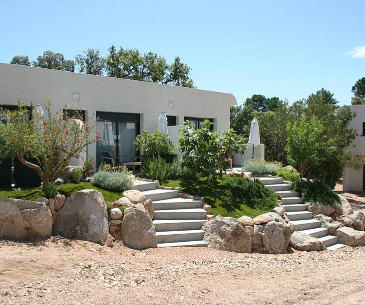 Terre et Mer, Zonza, Corse: programme architectural d'une maison et 9 logements