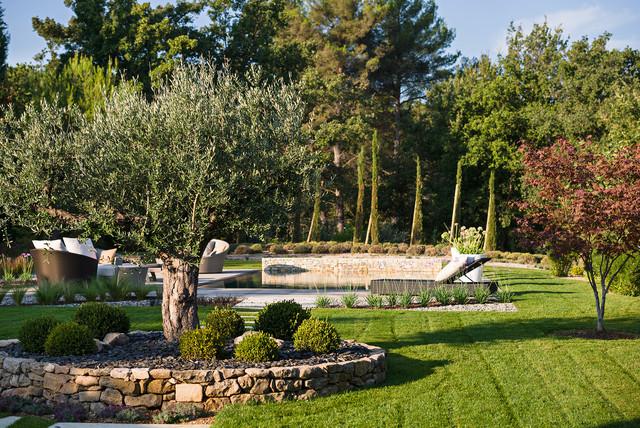 TRETS - Un jardin contemporain à l\'ambiance naturelle ...