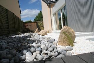 zoom galets et pierre de carri re contemporain jardin angers par eurl olivier dubois. Black Bedroom Furniture Sets. Home Design Ideas