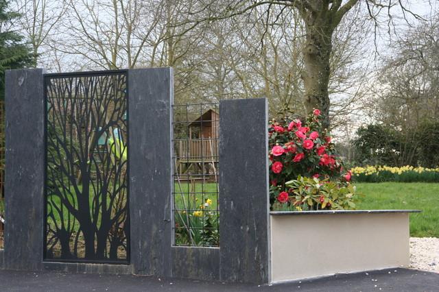 Zoom muret avec couvre mur servant de banc classique for Cierre jardin