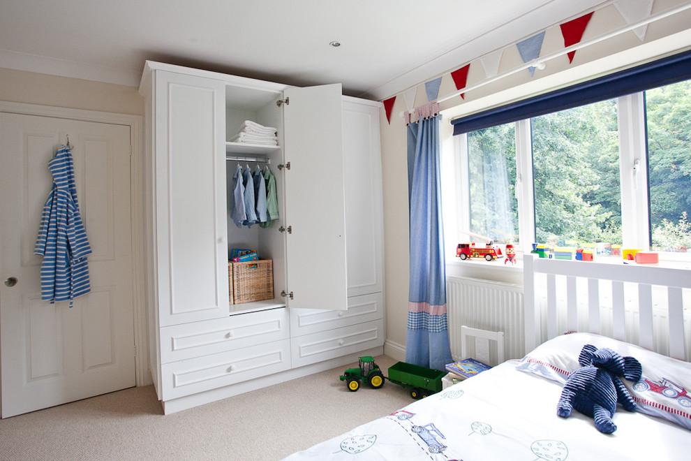 Kids' room - traditional boy kids' room idea in Berkshire