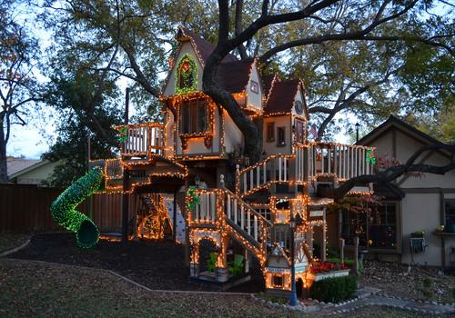 Dallas, TX: Christmas Lights Tree House