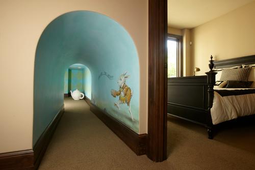 Классическая детская с росписью на стене