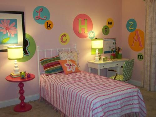 буквы и слова в дизайне комнаты для девочки подростка фото