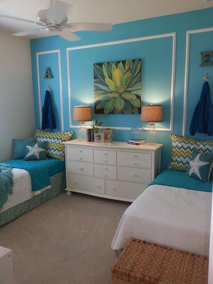 Foto de dormitorio infantil marinero, de tamaño medio, con paredes azules y moqueta
