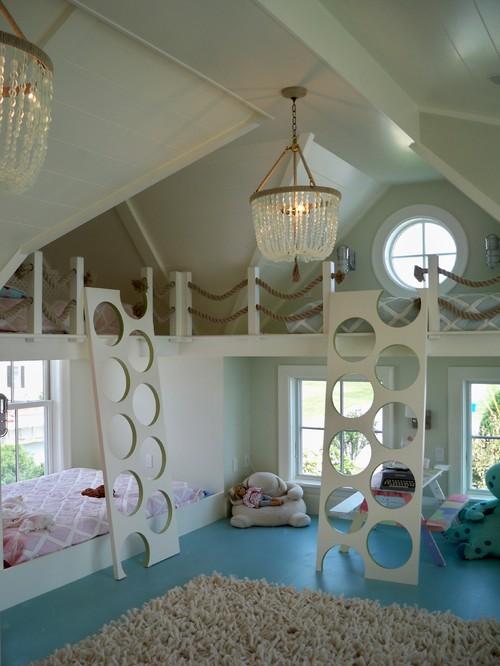 светлая детская с голубым на мансарде двухэтажная кровать
