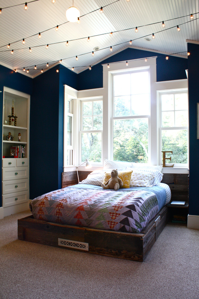 Example of a classic kids' room design in San Francisco with blue walls