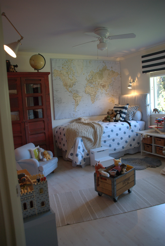 Kids' room - scandinavian boy kids' room idea in Seattle