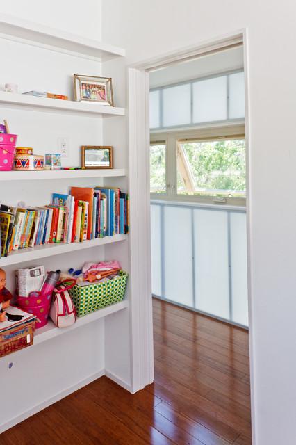 Example of a minimalist kids' room design in Austin