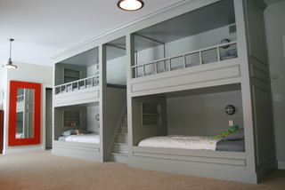 Contemporary bunk room. 4 beds.