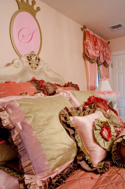 Celebrity Kids' Rooms traditional-kids