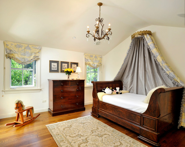 Inspiration for a timeless kidsu0027 bedroom remodel in San Francisco & Canopy Sleigh Bed | Houzz