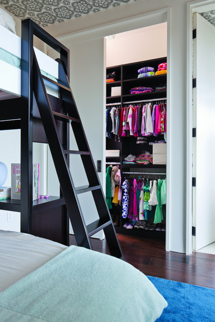 Kid's closet contemporary-kids