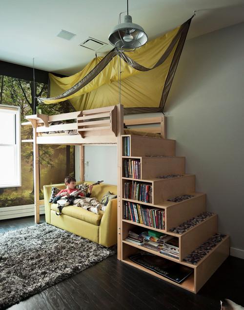 2段ベッドでロフトを作って上下の空間を上手に利用するのもいいですね。こちらのような階段部分が収納になっているタイプは便利でおすすめです。