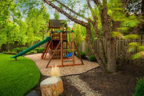 10 design ideas for kids friendly backyards for Garden design ideas child friendly