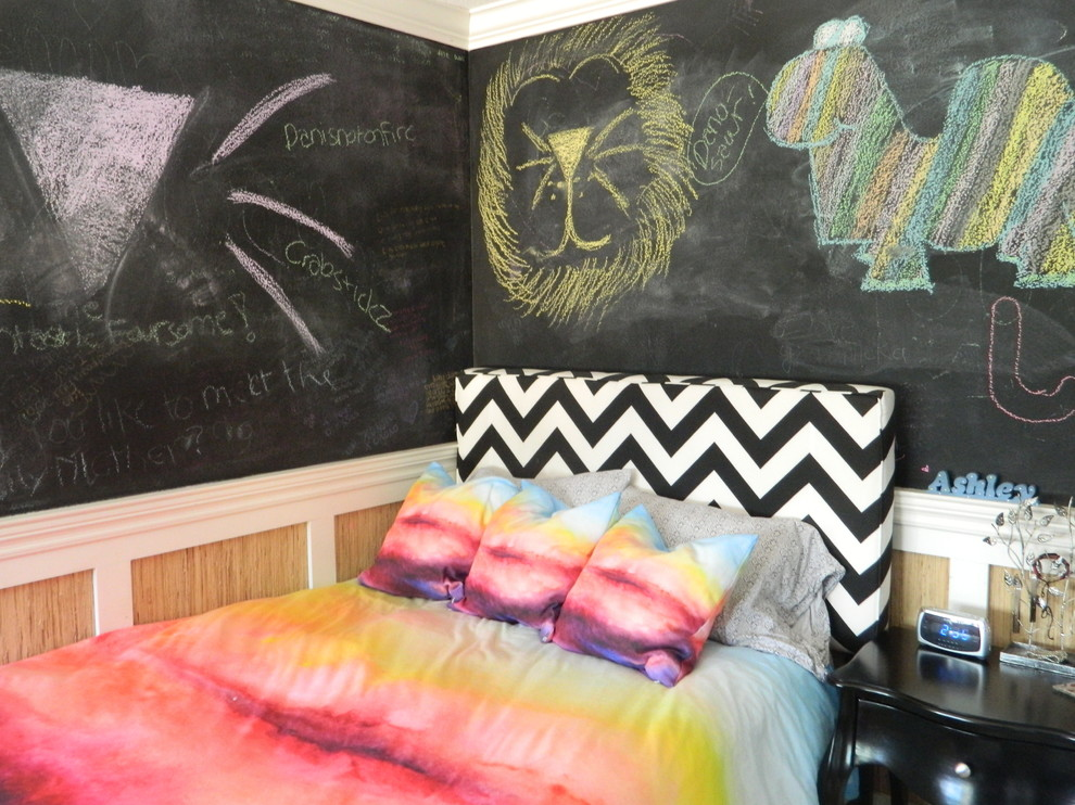 Photo of an eclectic teen room in Orange County with black walls.