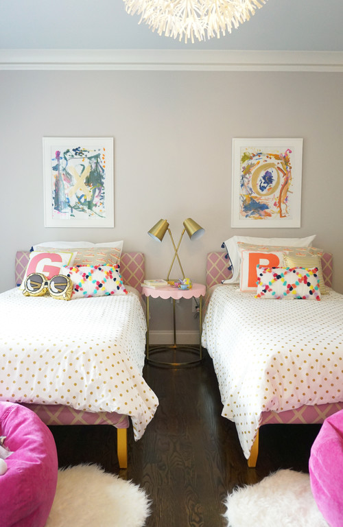 Kids bedroom with twin bedding