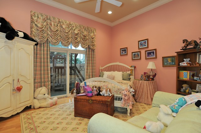 Grand Bedrooms traditional kids