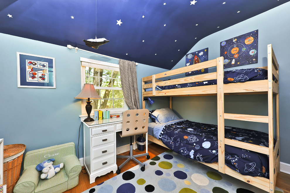 Inspiration for a timeless boy kids' room remodel in DC Metro