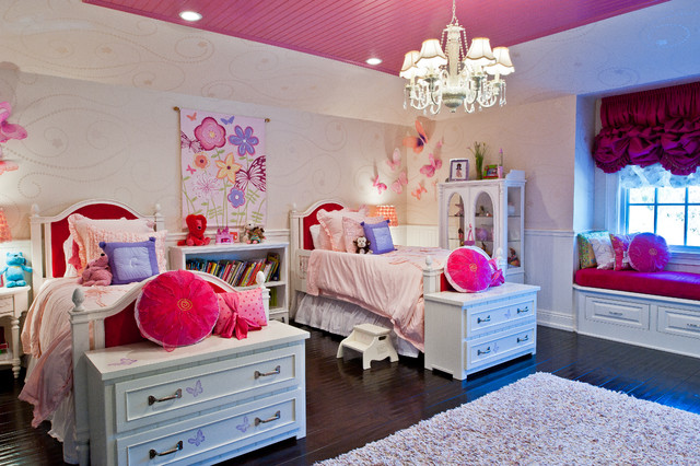 Photo of a traditional kids' room for girls in Los Angeles.