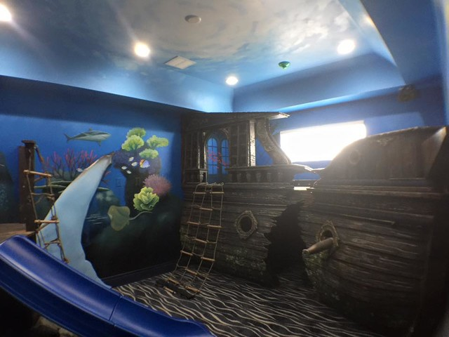 Example of a trendy kids' room design in Orlando
