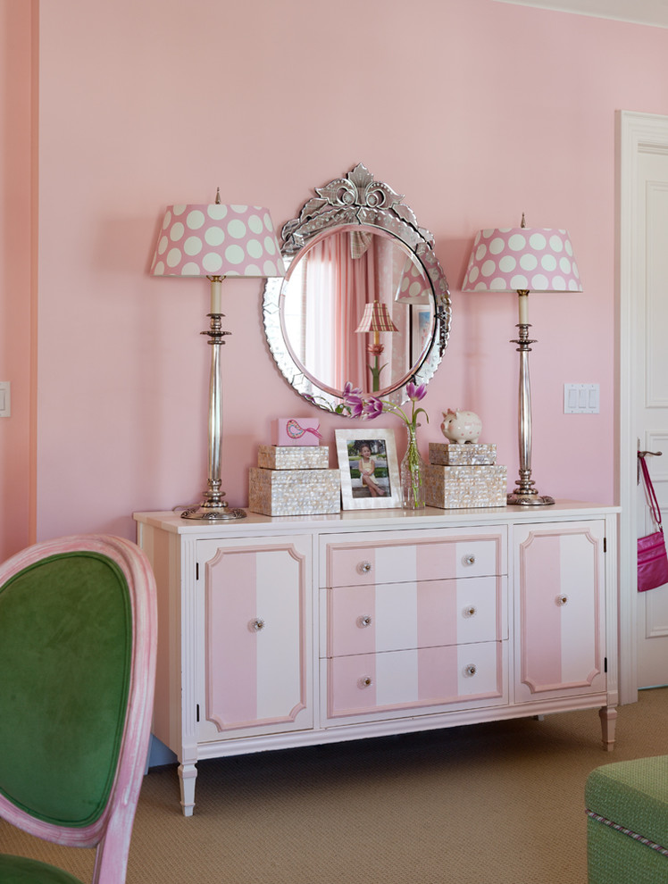 Example of a classic kids' room design in Toronto