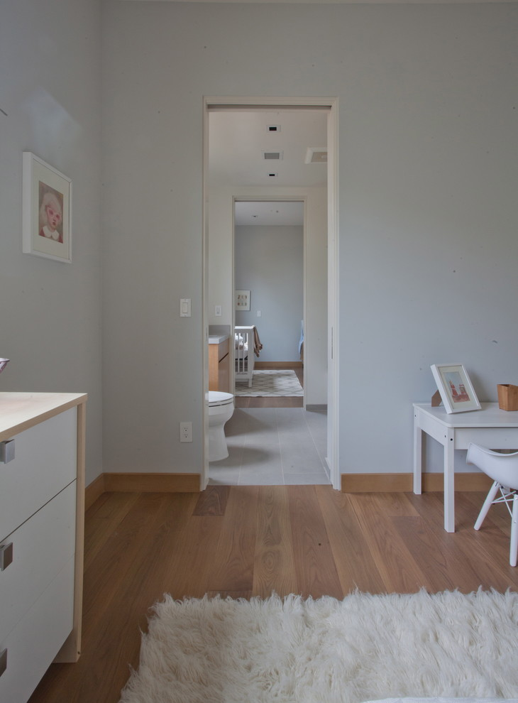Example of a trendy kids' room design in Los Angeles