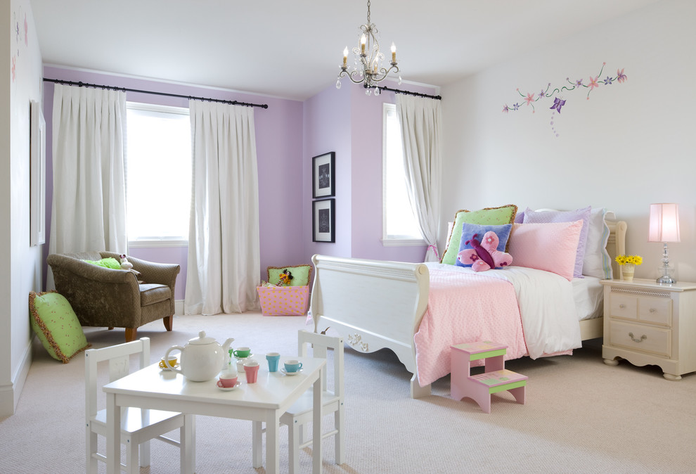 Inspiration for a timeless girl kids' room remodel in Toronto