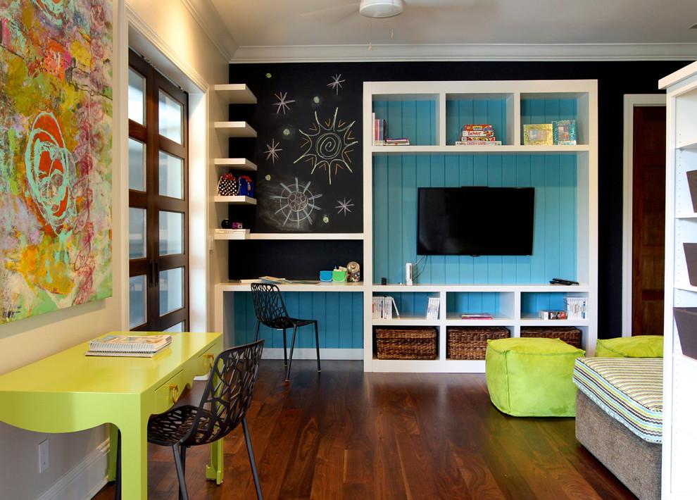 Пример оригинального дизайна интерьера: детская в современном стиле с рабочим местом, темным паркетным полом, разноцветными стенами и коричневым полом для подростка, девочек или мальчиков