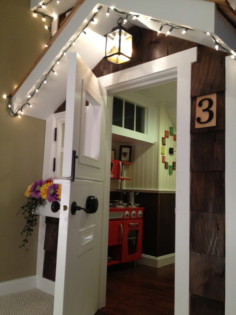 Kids' Playhouse (under stairs) traditional-kids
