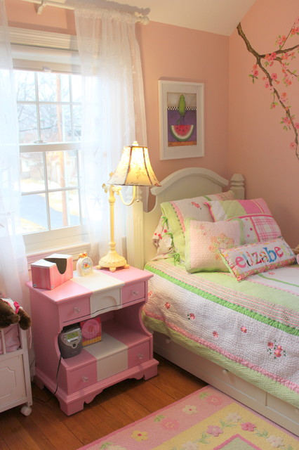 Little Girl's Room traditional-kids