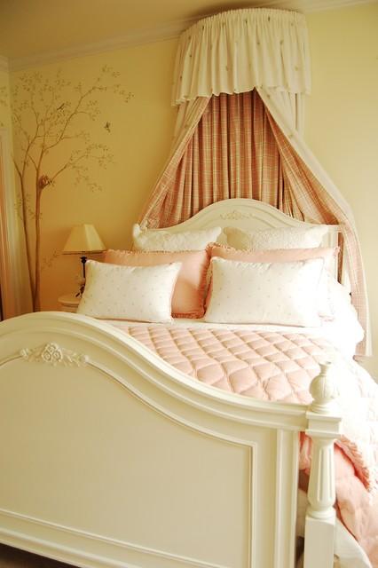 Little princess bedroom traditional-kids