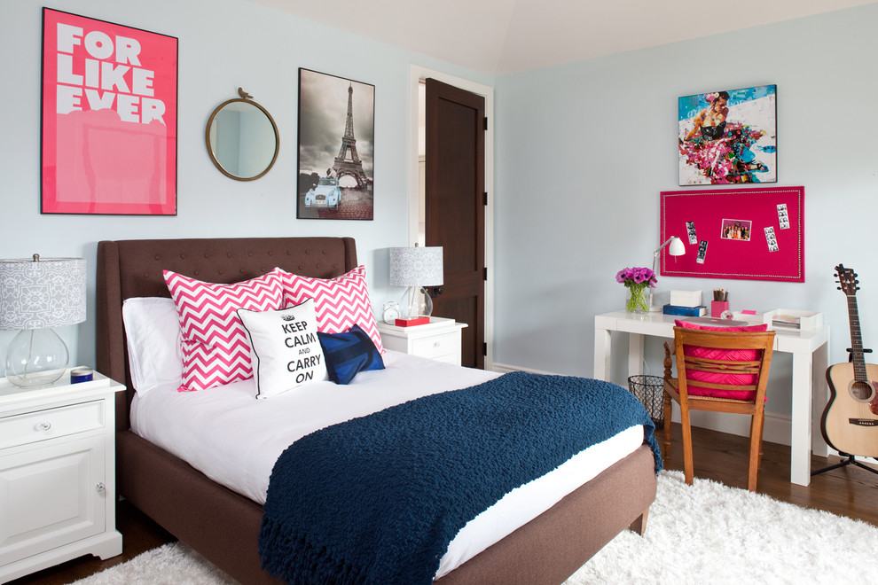 Inspiration for a beach style teen room remodel in Los Angeles