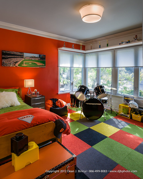 These baseball theme bedroom are definitely a home run! Fabulous, awesome out-of-the-dugout thinking for designing boy rooms! - Design Dazzle