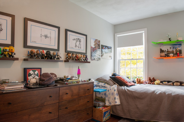 Inspiration for a transitional boy kids' room remodel in Boston with gray walls