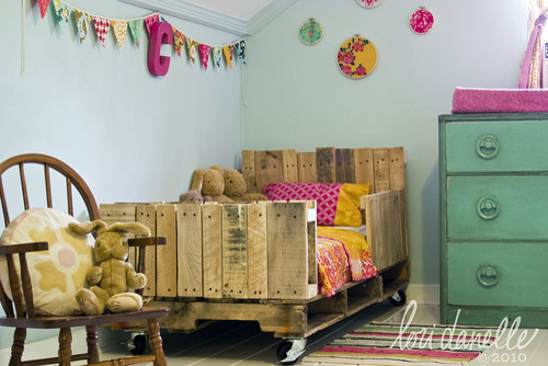 Pallet Toddler Bed eclectic-kids