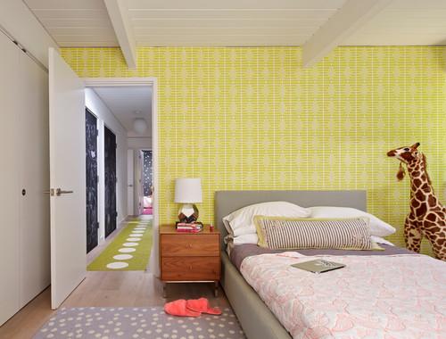cuarto infantil pintado en amarillo