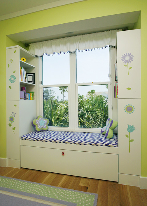Inspiration for a coastal kids' room remodel in Tampa
