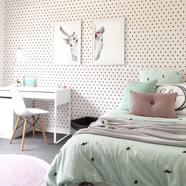 Kinky Bedroom Design Bedroom Wallpaper Nz Childrens Nautical Bedroom Accessories Bedroom Quilts: Pink And Mint Girls Bedroom Featuring Raindrop Wallpaper