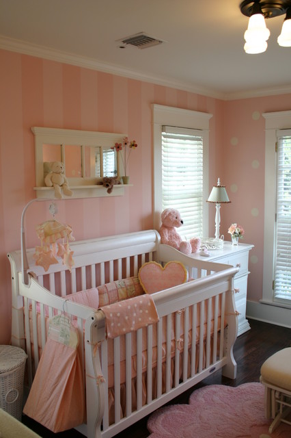PINK BABY ROOM traditional-kids