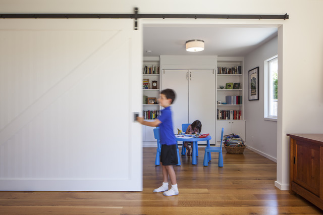 Beautiful Trendy Gender Neutral Medium Tone Wood Floor Playroom Photo In San  Francisco With White Walls