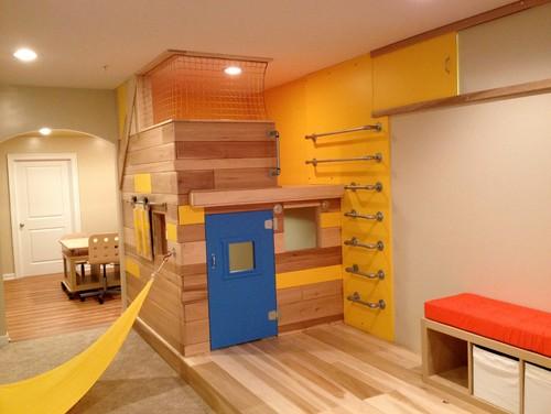 ロフトに入るはしごや階段の代わりに壁にバーを取り付けて。男の子達の大好きな秘密基地のような空間ですね。